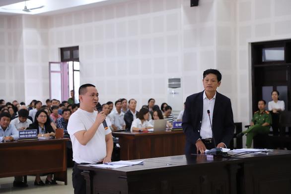 Chủ tọa phiên tòa Bách Đạt An và Hoàng Nhất Nam: Không phải hội nghị mà vỗ tay - Ảnh 3.