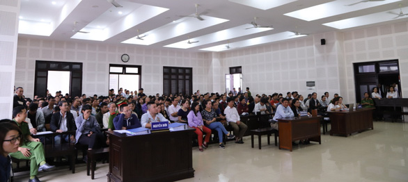 Chủ tọa phiên tòa Bách Đạt An và Hoàng Nhất Nam: Không phải hội nghị mà vỗ tay - Ảnh 2.