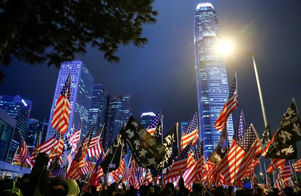 Người Hong Kong xuống đường vào Lễ Tạ ơn, tỏ lòng cảm kích Mỹ - Ảnh 6.
