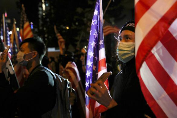 Người Hong Kong xuống đường vào Lễ Tạ ơn, tỏ lòng cảm kích Mỹ - Ảnh 5.