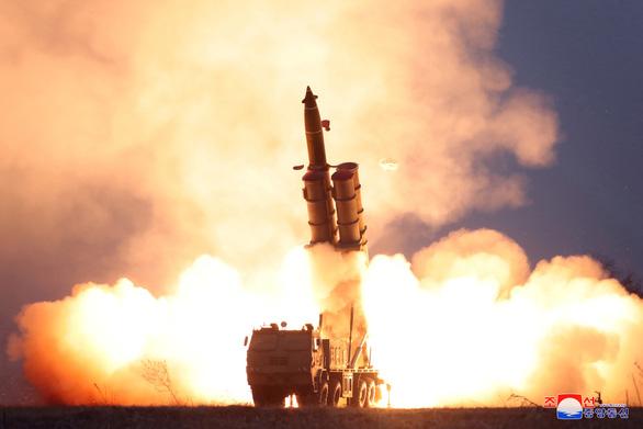 Triều Tiên xác nhận phóng tên lửa đa nòng siêu lớn - Ảnh 1.