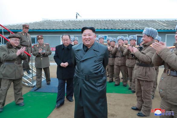 Triều Tiên xác nhận phóng tên lửa đa nòng siêu lớn - Ảnh 2.