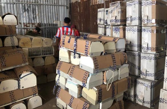 Hàng trăm bộ máy lạnh cũ nghi nhập lậu từ Campuchia về TP.HCM gia công bán lại - Ảnh 2.