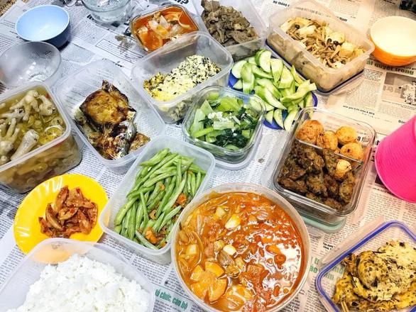 Những bữa cơm nhà thời hiện đại - Ảnh 1.