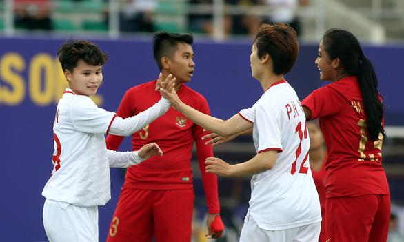 Tuyển nữ Việt Nam nhận 1 tỉ đồng tiền thưởng sau trận thắng Indonesia - Ảnh 1.
