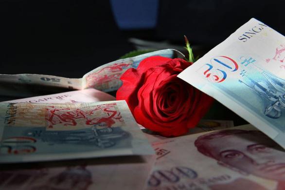 Phá đường dây lừa tình lấy gần 6 triệu USD của 139 quý bà - Ảnh 1.