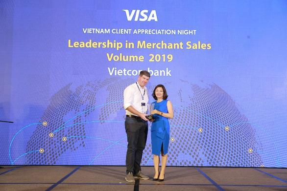 Vietcombank nhận 6 giải thưởng về thẻ - Ảnh 1.
