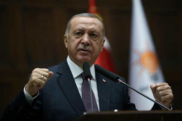 Thổ Nhĩ Kỳ và Pháp khẩu chiến xung quanh vụ chết não - Ảnh 1.