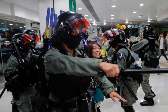Tấn công bằng dao ở Hong Kong, 6 người bị thương - Ảnh 3.