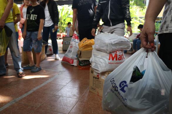 Đổi rác lấy cây, gom hơn 5 tấn rác - Ảnh 9.