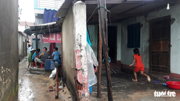 Sau bão số 5, dân Nhơn Hải nơm nớp sống trong những ngôi nhà sắp sập - Ảnh 7.