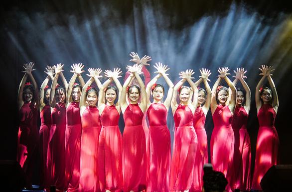 Hàng ngàn sinh viên chào đón tân binh cùng hoàng tử mưa Trung Quân Idol - Ảnh 3.