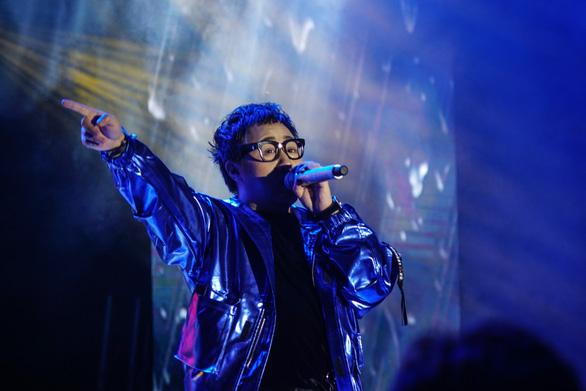 Hàng ngàn sinh viên chào đón tân binh cùng hoàng tử mưa Trung Quân Idol - Ảnh 6.