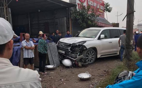 Va chạm xe Lexus biển ngũ quý 7, người phụ nữ đi xe máy tử vong - Ảnh 1.