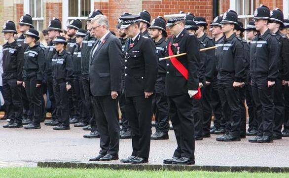 Cảnh sát Anh cũng khóc - Ảnh 1.