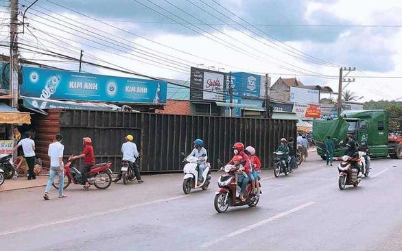 Rớt container gây chết người ở Bình Phước: Xem xét khả năng khởi tố vụ án - Ảnh 1.