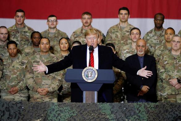 Hậu cần Mỹ tung đủ chiêu trò đánh lừa để đưa ông Trump đi Afghanistan - Ảnh 11.
