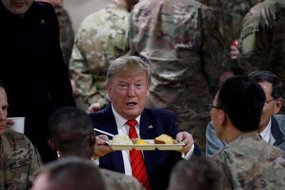 Hậu cần Mỹ tung đủ chiêu trò đánh lừa để đưa ông Trump đi Afghanistan - Ảnh 15.