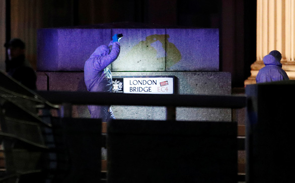 Kẻ tấn công dao ở London có tiền án khủng bố, vừa ra tù năm trước - Ảnh 1.