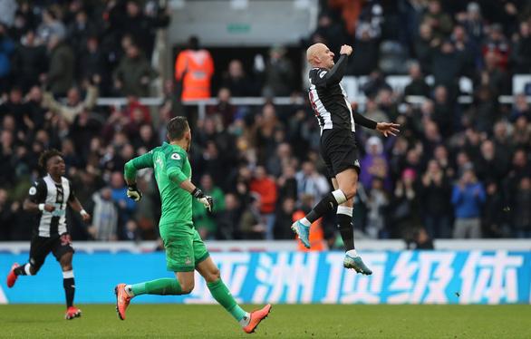 Gặp Newcastle, Manchester City chỉ có được 1 điểm sau 2 lần dẫn bàn - Ảnh 4.