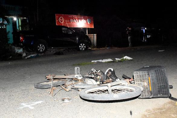 Tài xế xe bán tải nghi có bia rượu gây tai nạn thảm khốc, 4 người chết, 3 nguy kịch - Ảnh 6.