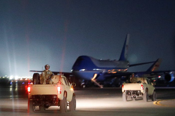 Hậu cần Mỹ tung đủ chiêu trò đánh lừa để đưa ông Trump đi Afghanistan - Ảnh 7.