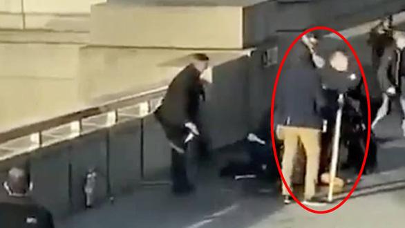 Những thường dân vô danh anh hùng của nước Anh bao vây hạ tên khủng bố - Ảnh 2.