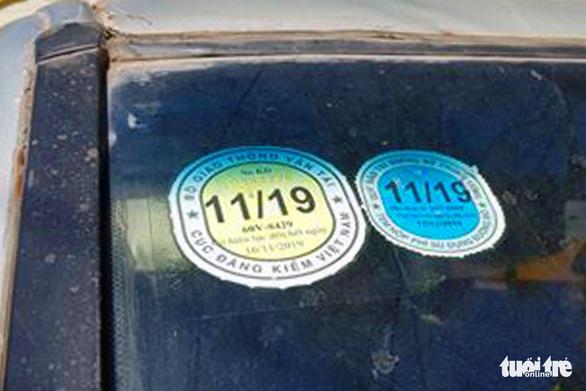 Xe đưa rước làm rơi học sinh xuống đường đã hết hạn đăng kiểm - Ảnh 4.