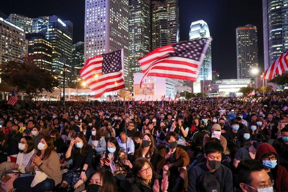 Trung Quốc bắt người nước ngoài nhận tiền Mỹ kích động Hong Kong - Ảnh 1.