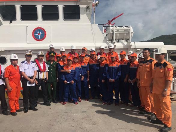 Tàu Thái Lan chìm tại cảng Sơn Dương, dầu loang dạt vào bờ biển Hà Tĩnh - Ảnh 3.