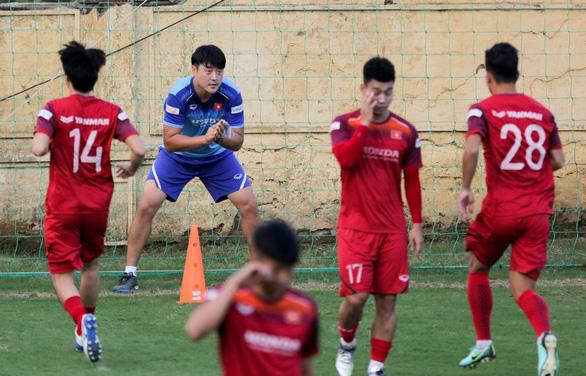 Đình Trọng mặc áo gió ép cân, tập tích cực nuôi hi vọng dự SEA Games 2019 - Ảnh 6.