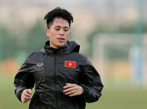 Đình Trọng mặc áo gió ép cân, tập tích cực nuôi hi vọng dự SEA Games 2019 - Ảnh 2.