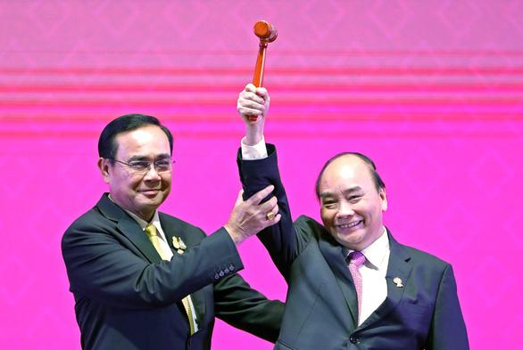 Việt Nam nhận vai trò chủ tịch ASEAN 2020 - Ảnh 1.