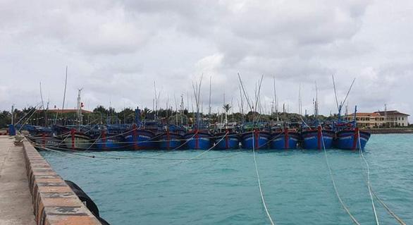 Gần 1.000 ngư dân vào tránh áp thấp nhiệt đới ở Trường Sa - Ảnh 1.