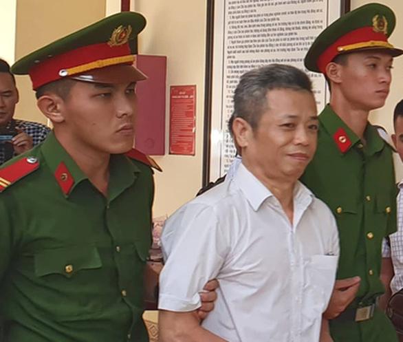 Bị cáo buộc đồng phạm với cán bộ ngân hàng, cựu bí thư thị xã Bến Cát kêu oan - Ảnh 1.