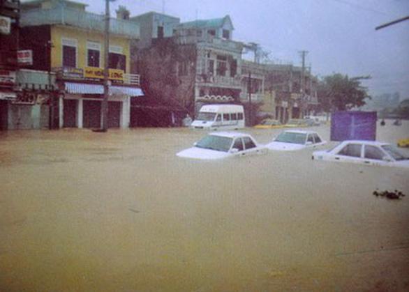 Mưa ở miền Trung có lặp lại chu kỳ lũ lụt lịch sử năm 1999? - Ảnh 2.