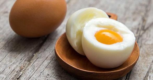 Chết vì nhận thử thách ăn một lèo hết 50 quả trứng - Ảnh 1.
