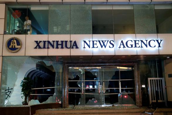 Báo Trung Quốc đua nhau đòi trừng trị người biểu tình Hong Kong - Ảnh 1.