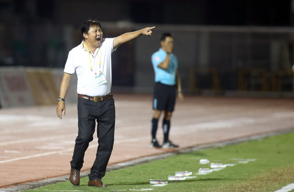CLB B.Bình Dương tìm HLV ngoại cho V-League 2020 - Ảnh 1.