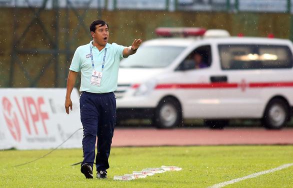 CLB B.Bình Dương tìm HLV ngoại cho V-League 2020 - Ảnh 2.