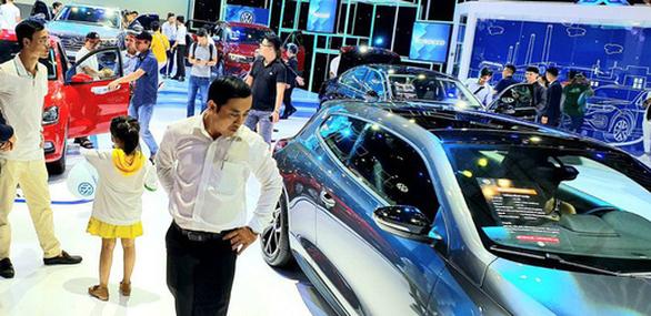 Tịch thu xe Volkswagen có đường lưỡi bò, phạt tiền nhà nhập khẩu, trưng bày xe - Ảnh 1.