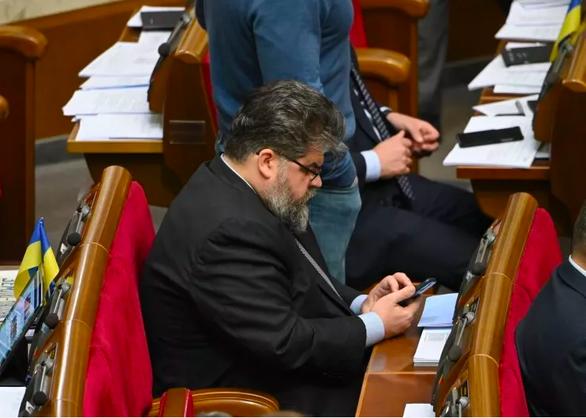 Nghị sĩ Ukraine nhắn tin cho gái gọi khi đang họp quốc hội - Ảnh 1.