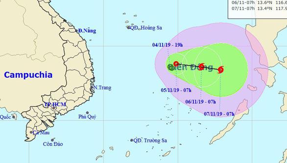 Áp thấp nhiệt đới bị hút ra biển nhưng có thể quay vào đất liền khi thành bão - Ảnh 1.