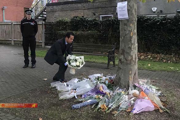 Thứ trưởng Tô Anh Dũng đến Anh, tưởng niệm 39 người chết trong container - Ảnh 2.