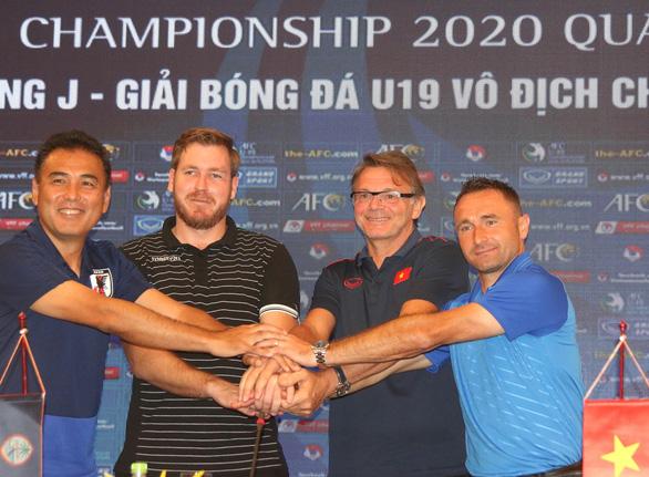 HLV Philippe Troussier: 'U19 Việt Nam đủ sức đá sòng phẳng với Hàn Quốc, Nhật Bản' - Ảnh 1.