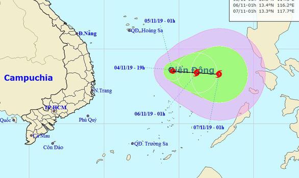 Áp thấp nhiệt đới khả năng thành bão sáng 6-11, di chuyển phức tạp - Ảnh 1.