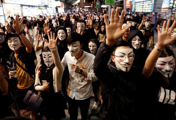 Bắc Kinh tính cải thiện tinh thần yêu nước cho người trẻ Hong Kong - Ảnh 2.