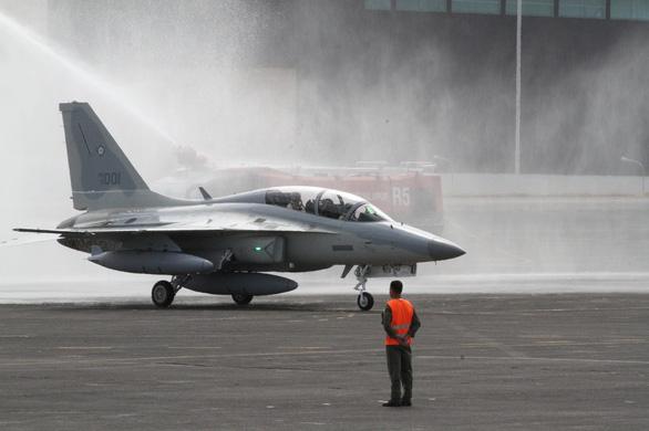 Philippines tố Trung Quốc 6 lần bắn cảnh cáo máy bay tuần tra nước này - Ảnh 1.