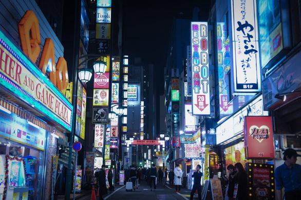 Cạm bẫy bóc lột tình dục chực chờ các nữ sinh Nhật - Ảnh 2.