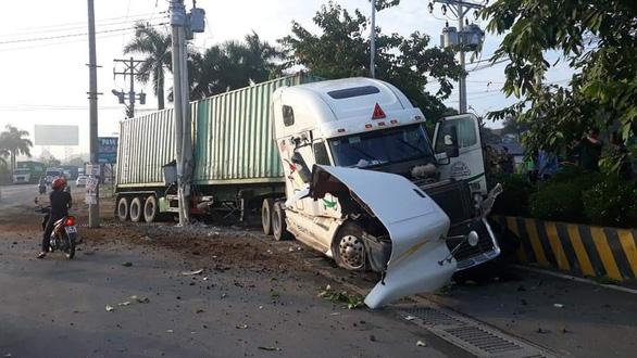 Hoãn xử vụ tài xế ngủ gật gây tai nạn khiến 5 người chết - Ảnh 2.
